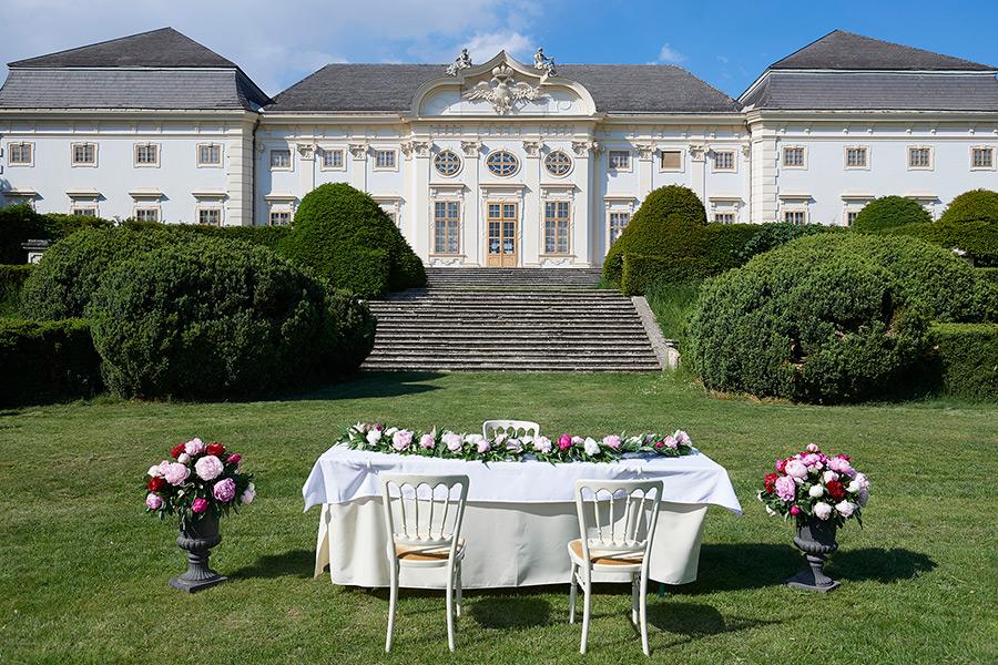 Standesamt im Schlosspark vor dem Barockschloss Halbturn