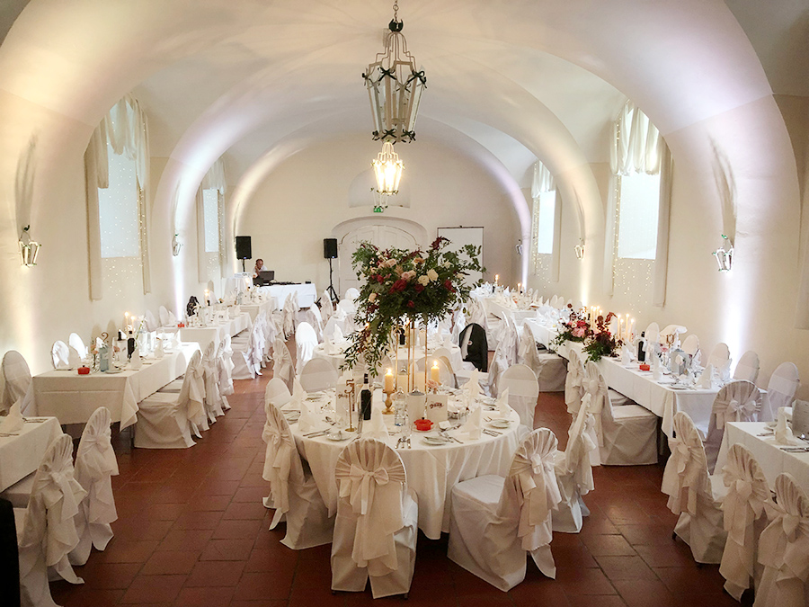 Hochzeit mit Rosen in den Festsälen auf Schloss Halbturn