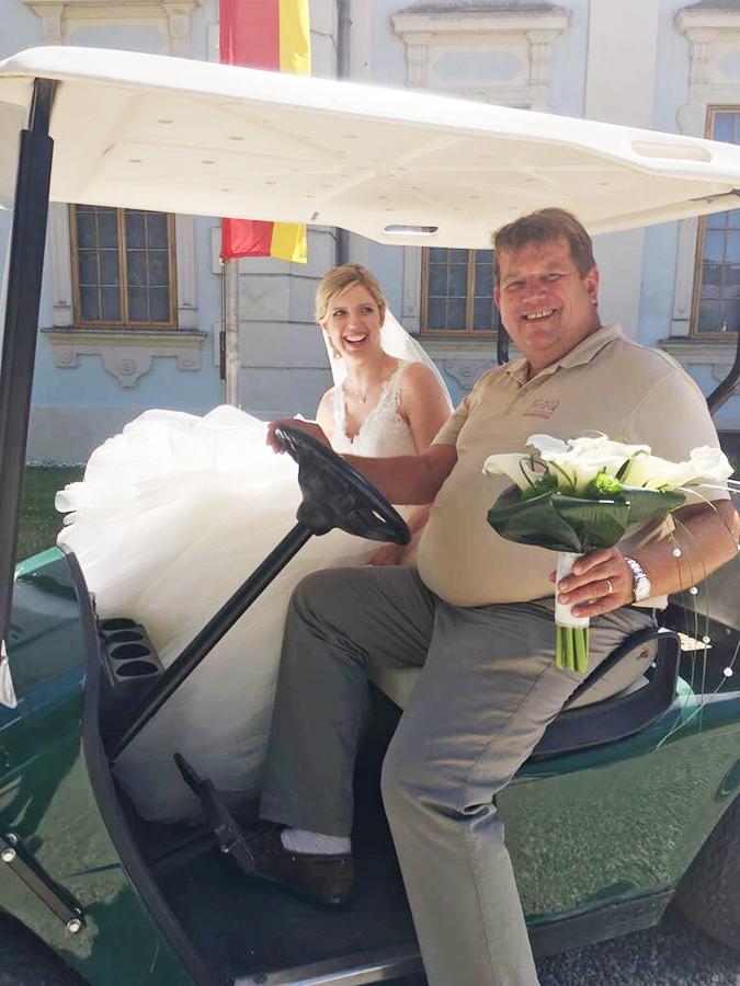 Christoph Wieser mit Braut bei Hochzeit auf Schloss Halbturn
