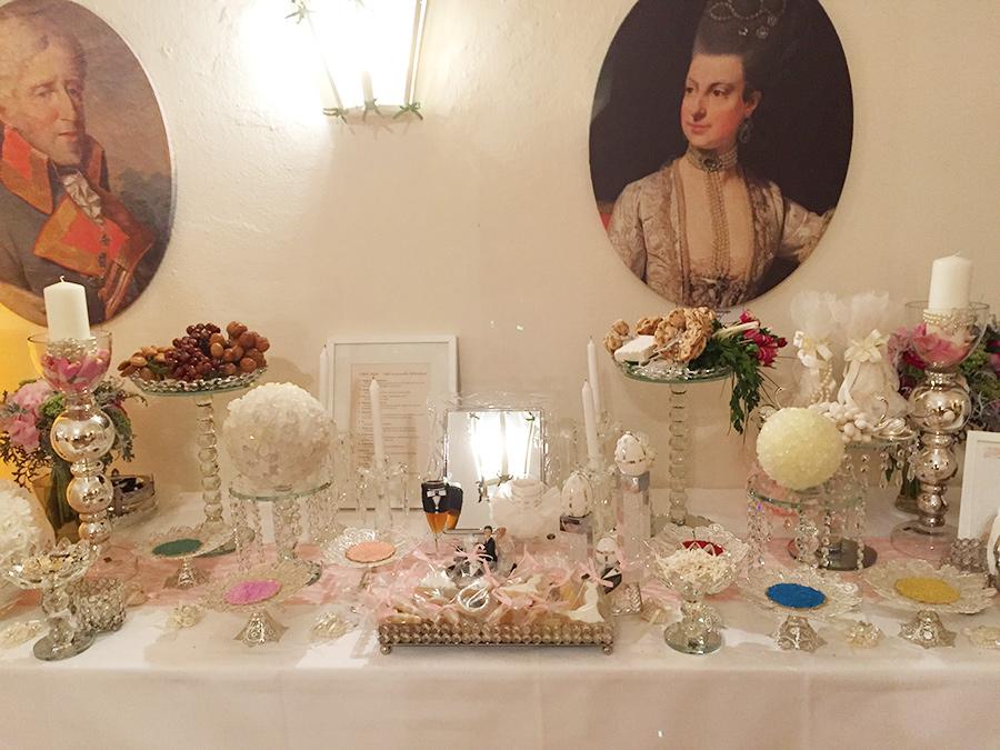 Hochzeit mit Sideboard in den Festsälen auf Schloss Halbturn