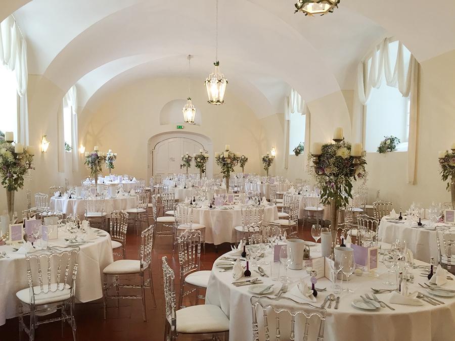 Hochzeit mit Kerzenständern in den Festsälen auf Schloss Halbturn