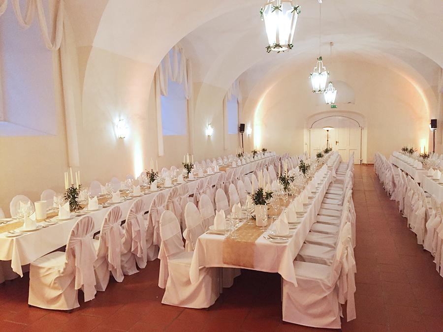 Hochzeitstafeln in den Festsälen auf Schloss Halbturn