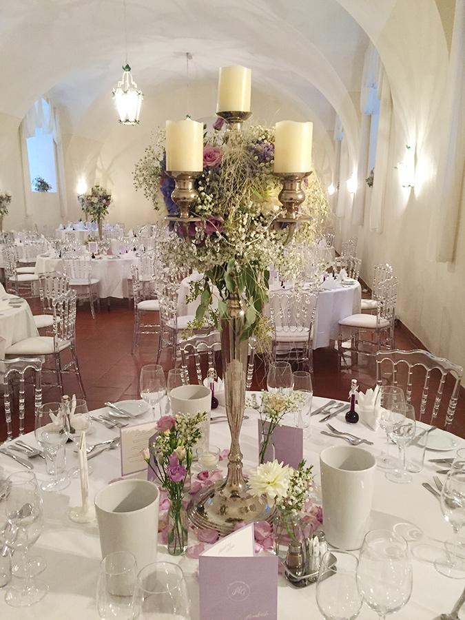 Hochzeit mit gäsernen Sesseln in den Festsälen auf Schloss Halbturn