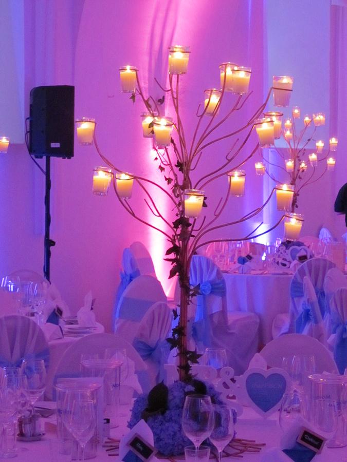 Hochzeit mit rosefarbener Beleuchtung in den Festsälen auf Schloss Halbturn
