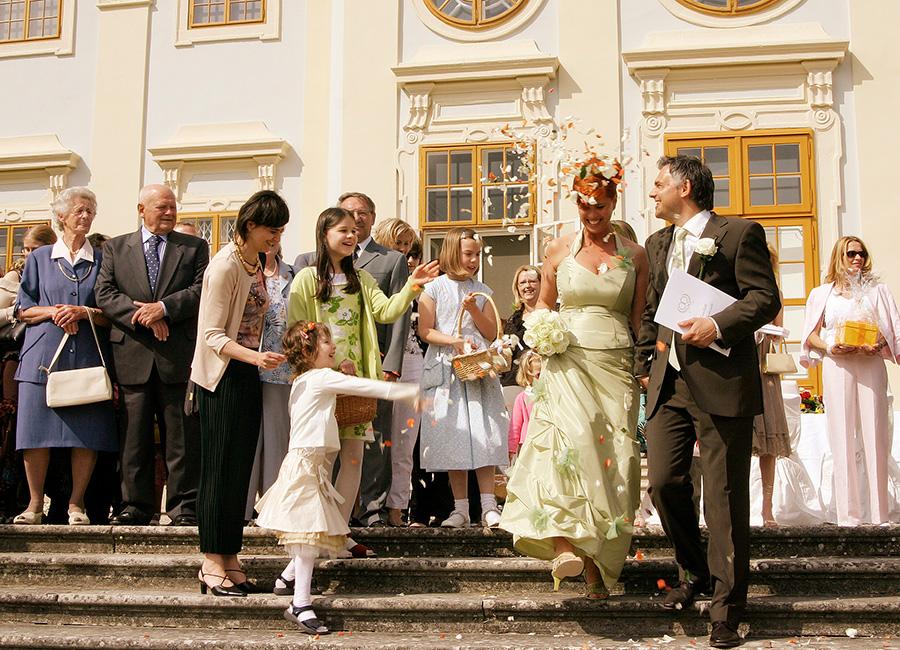 Glückliches Brautpaar auf Schloss Halbturn
