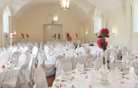Hochzeit mit Hortensien im Saal Maestoso auf Schloss Halbturn