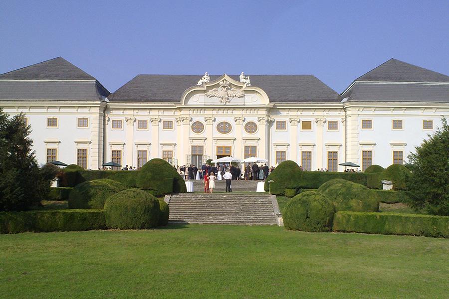 Hochzeitsgesellschaft auf Schloss Halbturn