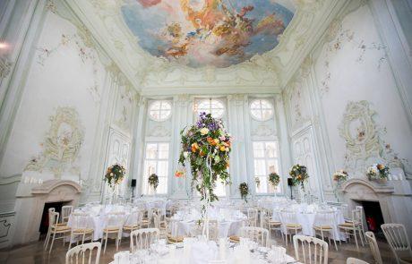 Blumenschmuck bei Hochzeit im Freskensaal auf Schloss Halbturn