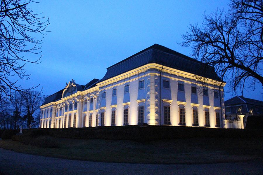 Schloss Halbturn beleuchtet