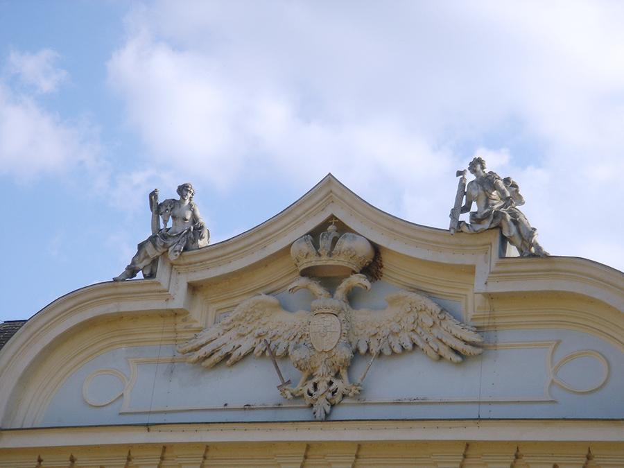 Doppeladler am Schloss Halbturn