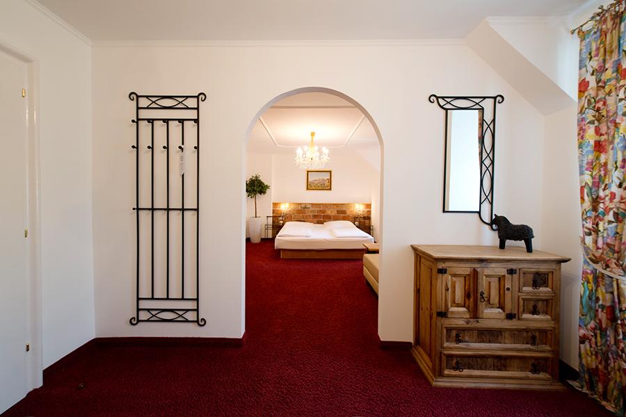 Schloss Halbturn Suite Pinot Noir 3