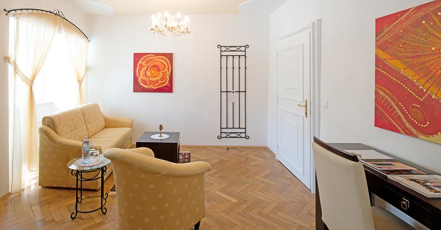Wohnzimmer der Suite Grand Vin im Hotel Wieser auf Schloss Halbturn