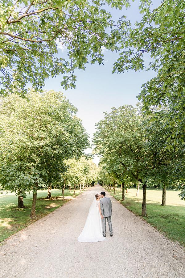 Brautpaar bei Hochzeit im Schlosspark Halbturn